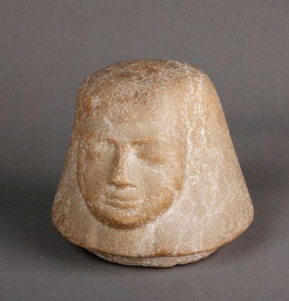 Bouchon de vase canope en pierre au profil...
