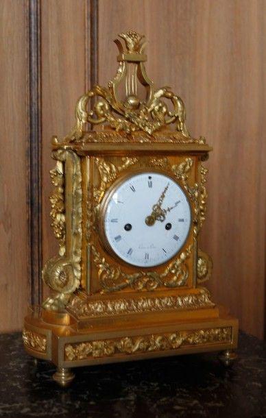 Pendule borne en bronze doré à décor d'une...