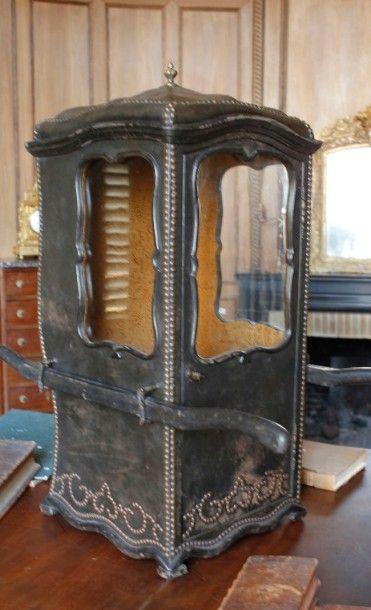 Chaise à porteur d'enfant en bois gainé de...