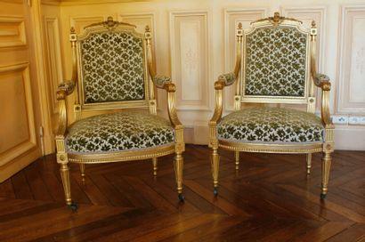 Canapé, paire de fauteuils et paire de chaises...