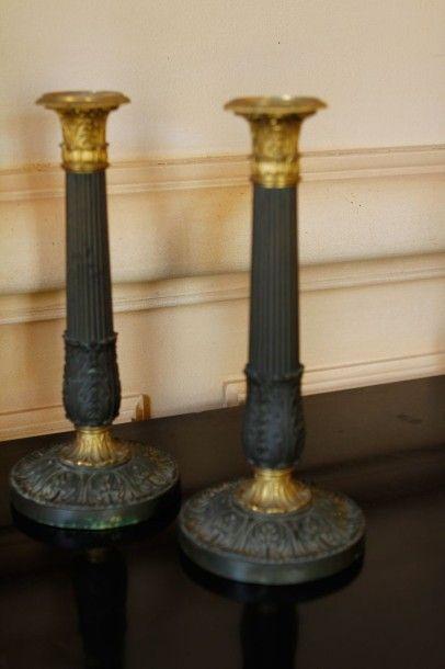 Paire de flambeaux en bronze patiné et doré...