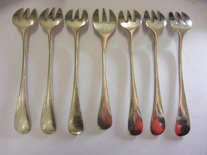 LOT COMPRENANT Modèle uniplat 7 fourchettes...