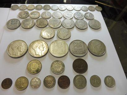 LOT DE 33 PIECES EN ARGENT - 12 de 50 centimes...