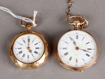 Deux montres de col en or jaune (accidents)...