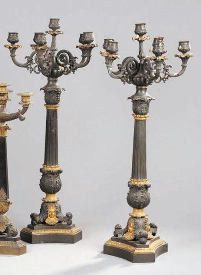 Paire de candélabres à six lumières en bronze...