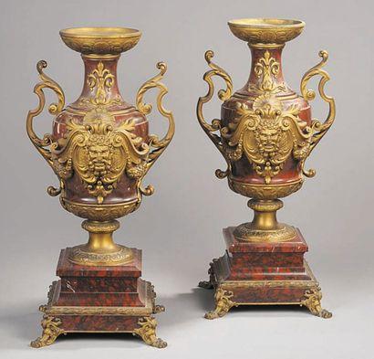 Paire de vases en bronze ciselé et doré,...