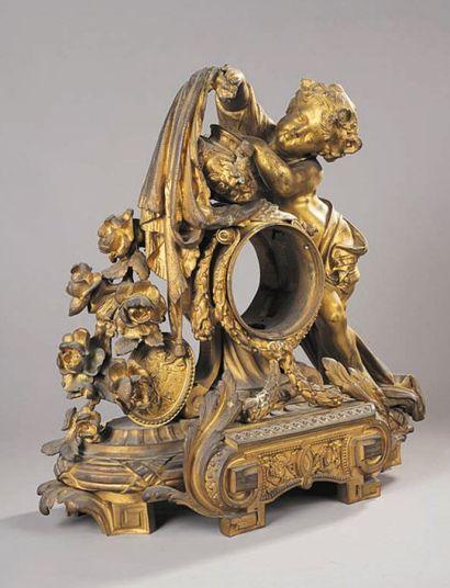 Importante pendule en bronze ciselé et doré,...