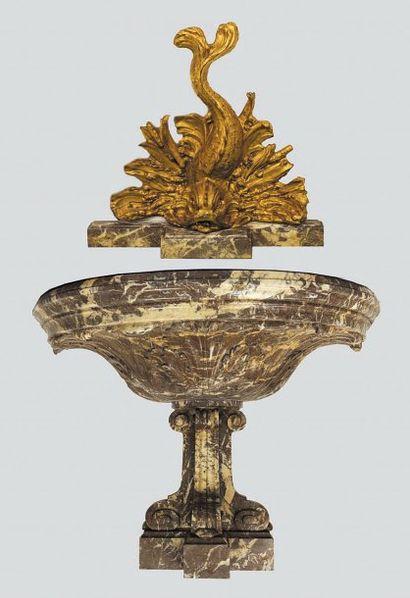 Importante fontaine en marbre rouge du Languedoc....