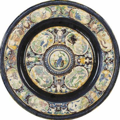 ECOLE DE BERNARD PALISSY Plateau d'aiguière dit de la Tempérance à décor en relief...