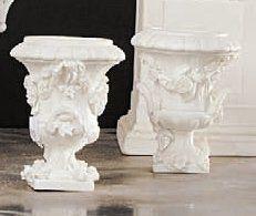 TOURNAI Paire de vases de forme Médicis en biscuit de porcelaine tendre à décor de...