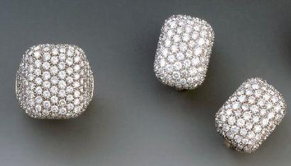 PARURE en or et pavage de diamants de taille...