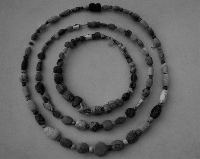COLLIER de perles en pierre oblongues et...