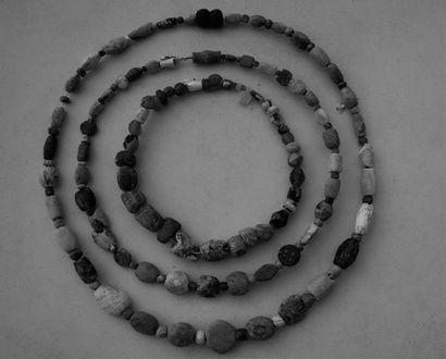 TORQUE en perles de verre irisé et pierres...