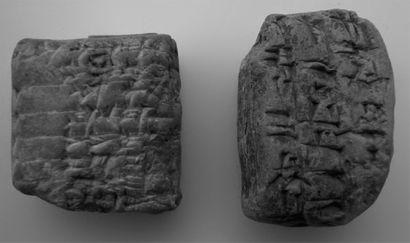 TABLETTE cunéiforme en argile, inscrite sur...