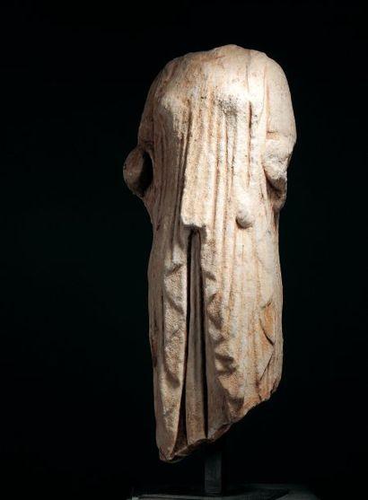 STATUE féminine acéphale représentant probablement une koré ou une divinité féminine...