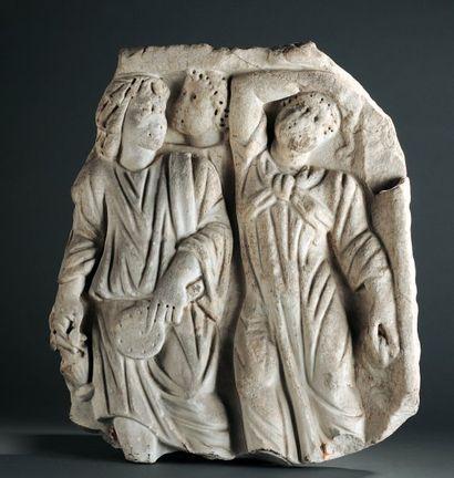 FRAGMENT de sarcophage sculpté en relief...