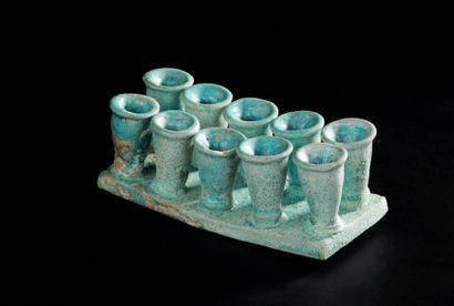 ENSEMBLE de dix petits vases