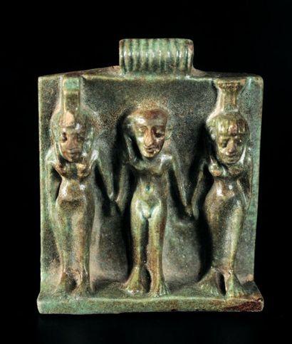 AMULETTE représentant la triade : Harpocrate...