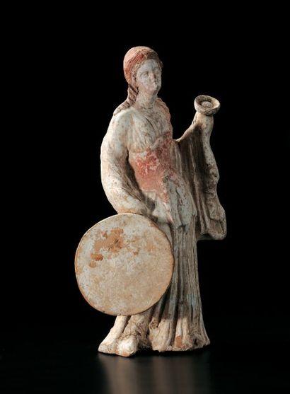 STATUETTE votive représentant une jeune femme (ménade) debout légèrement déhanchée,...
