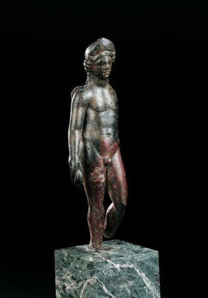 STATUETTE représentant le dieu Apollon nu,...