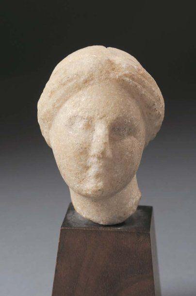 Tête d'Aphrodite provenant d'une statuette....
