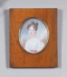 Miniature ovale représentant Madame Armand Pouget en buste (1807-1866), vêtue d'une...