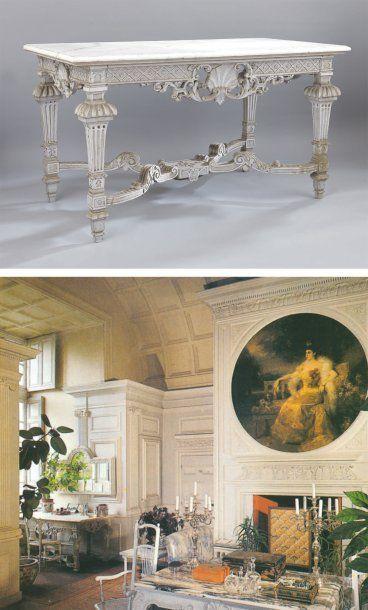 Table console en bois sculpté à décor de...