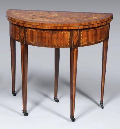 Table demi-lune en placage de bois fruitier,...