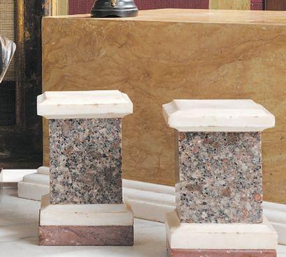 Grand socle en marbre Giallo Reale sur un...