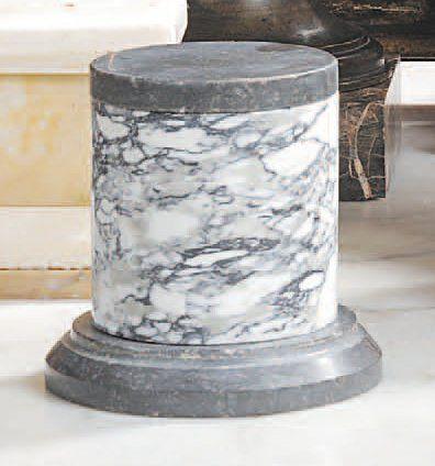 Colonne tronquée en marbre brêche Puonazza...