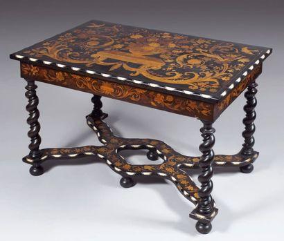 Table en bois noirci ouvrant à un tiroir,...