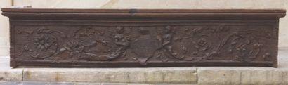 Linteau de cheminée en chêne mouluré et sculpté...