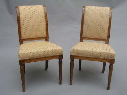 Suite de six chaises en bois fruitier, dossier...