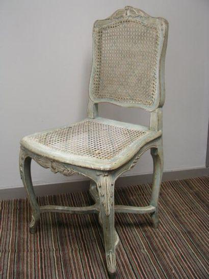 Paire de chaises cannées relaquées, dossier violoné à décor de grenade éclatée,...