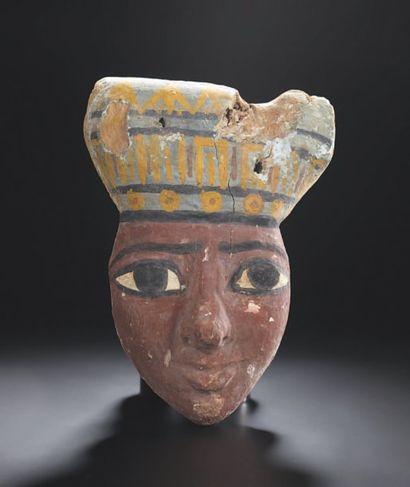 Masque anthropomorphe provenant d'un couvercle...