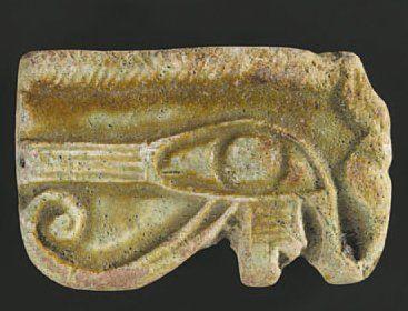 Amulette représentant un oeil Oudjat. Faïence...