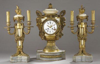 GARNITURE DE CHEMINÉE en bronze doré et marbre...