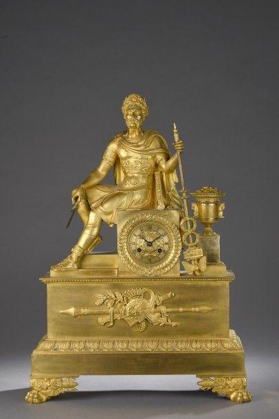 PENDULE en bronze doré représentant un général...