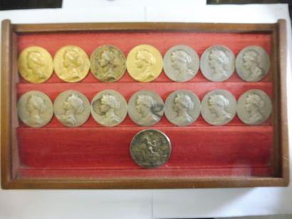 ENSEMBLE de 22 médailles à l'effigies de...
