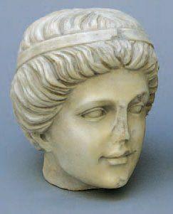 TÊTE DE JEUNE HOMME en marbre de style grec,...