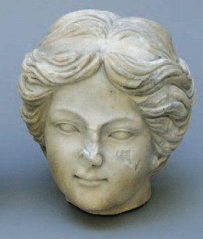 TÊTE DE JEUNE FILLE en marbre de style grec,...