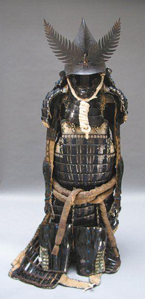 Armure japonaise. Dô en cuir laqué noir de...