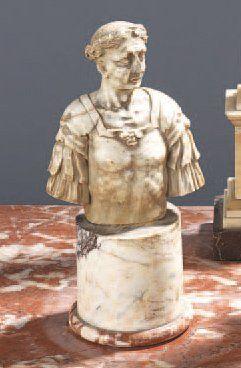 Buste en marbre blanc représentant un César...