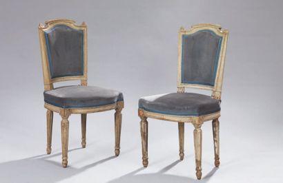 Paire de petites chaises en bois relaqué,...