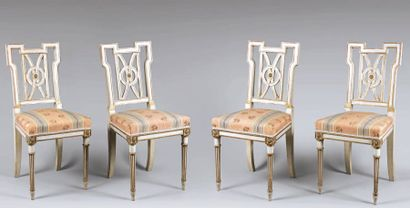 Suite de quatre chaises en bois laqué blanc...
