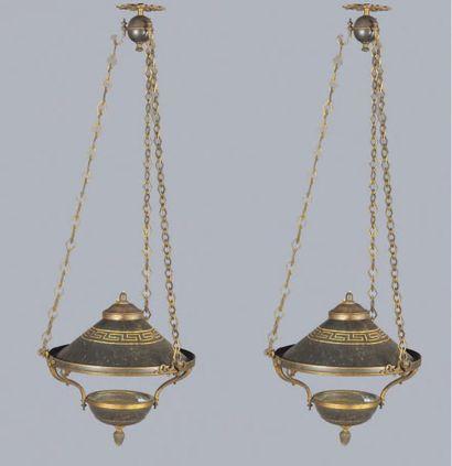 Paire de lampes en tôle laquée à décor d'une...