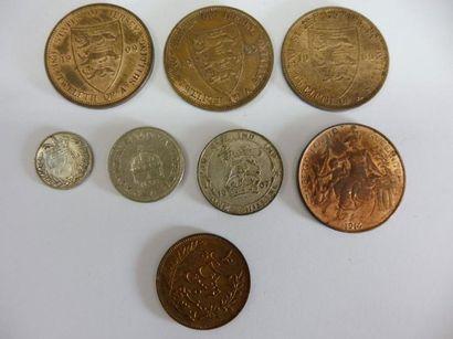7 MONNAIES françaises et étrangères, en bronze...