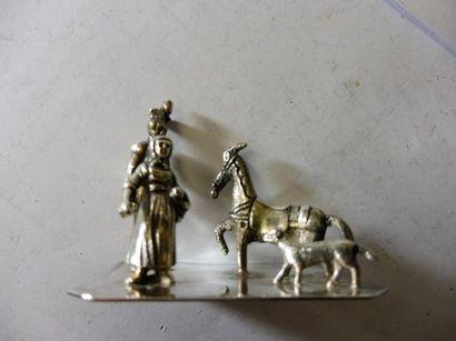 SCENE ''fermière militaire cheval et chien''...