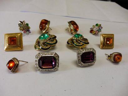6 PAIRES DE BOUCLES D'OREILLE pierres de couleurs et ambre