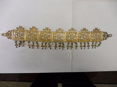 ORENEMENT FRONTAL Constitué de sept motifs...